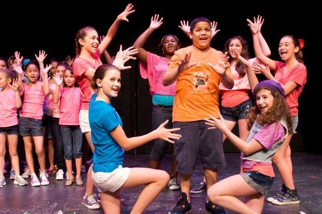 Rogue Theater Offers Children's Theater Camp